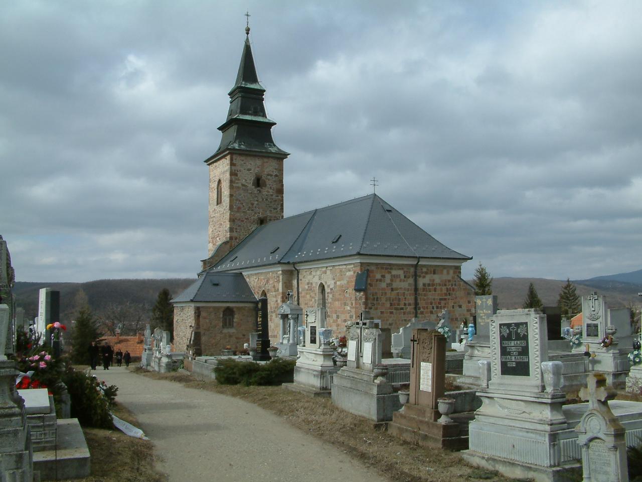 A bogácsi római katolikus templom. Benedek Csaba fotója. 2002.