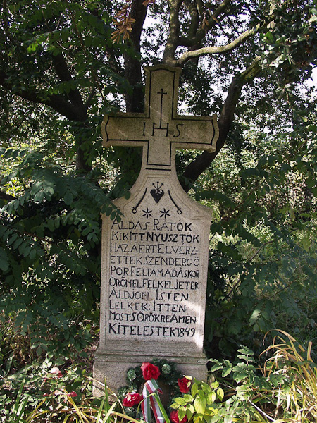 A szabadságharcban elesettek emlékére állított síremlék Verpelét temetőjében