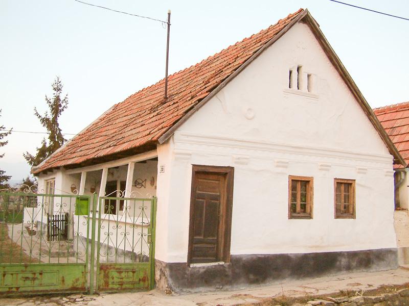 Jellegzetes bogácsi ház. Benedek Csaba felvétele, 2002