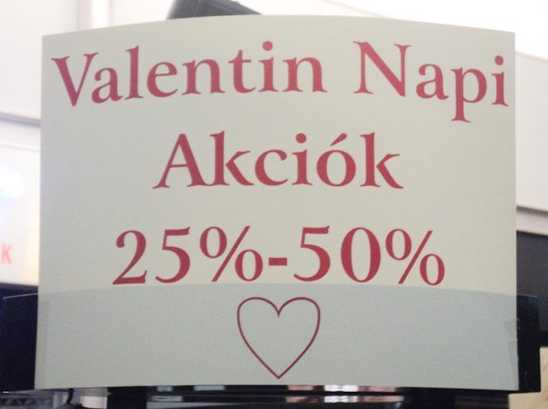Valentin napi reklámakció Budapesten, fotó: Kürtössy Péter